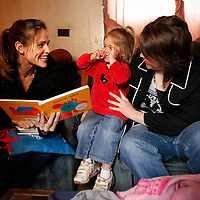 Actor Jennifer Garner visits with school children who are participants of a Save the Children reading program at LBJ Elementary School in, Ky., on Tuesday, March 23, 2010, as part of the Idol Gives Back charity series. Garner also visited the home of Teresa Fugate and read to her two-year-old daughter Brenda Blanton with Save the Children staff member Renae Neace. Photo by David Stephenson