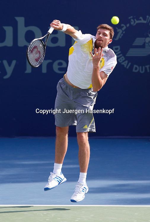 Dubai Tennis Championships 2013, ATP Tennis Turnier,International Series,Dubai Tennis Stadium, U.A.E.,Daniel Brands (GER),Aktion,Einzelbild,Ganzkoerper,Hochformat,