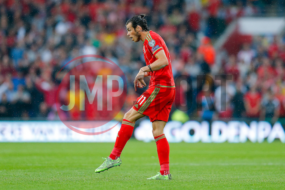 Gareth Bale of Wales (Real Madrid) gestures to suggest he was tripped - Photo mandatory by-line: Rogan Thomson/JMP - 07966 386802 - 12/06/2015 - SPORT - FOOTBALL - Cardiff, Wales - Cardiff City Stadium - Wales v Belgium - EURO 2016 Qualifier.