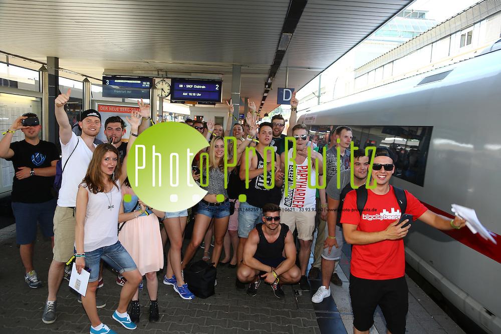 Mannheim. 05.06.15 Hauptbahnhof. Der ICE Partyzug von Paris nach Frankfurt<br /> Bild: Markus Pro&szlig;witz 05JUN15 / masterpress