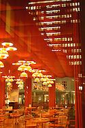 Der dänische Designer Verner Panton entwarf in den Sechzigern den Speisesaal im Gebäude des SPIEGEL-Verlags... Die Bar mit dem futuristischen Interieur ist bis heute in Betrieb und wird gelegentlich für den Dreh von Musikvideos oder als Filmkulisse vermietet.2