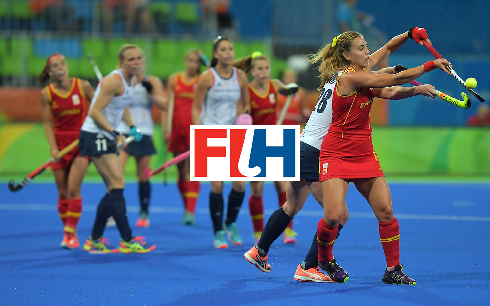 Spain's Cristina Guinea (R) vies with Britain's Nicola White during the women's quarterfinal field hockey Britain vs Spain match of the Rio 2016 Olympics Games at the Olympic Hockey Centre in Rio de Janeiro on August 15, 2016. / AFP / Carl DE SOUZA        (Photo credit should read CARL DE SOUZA/AFP/Getty Images)