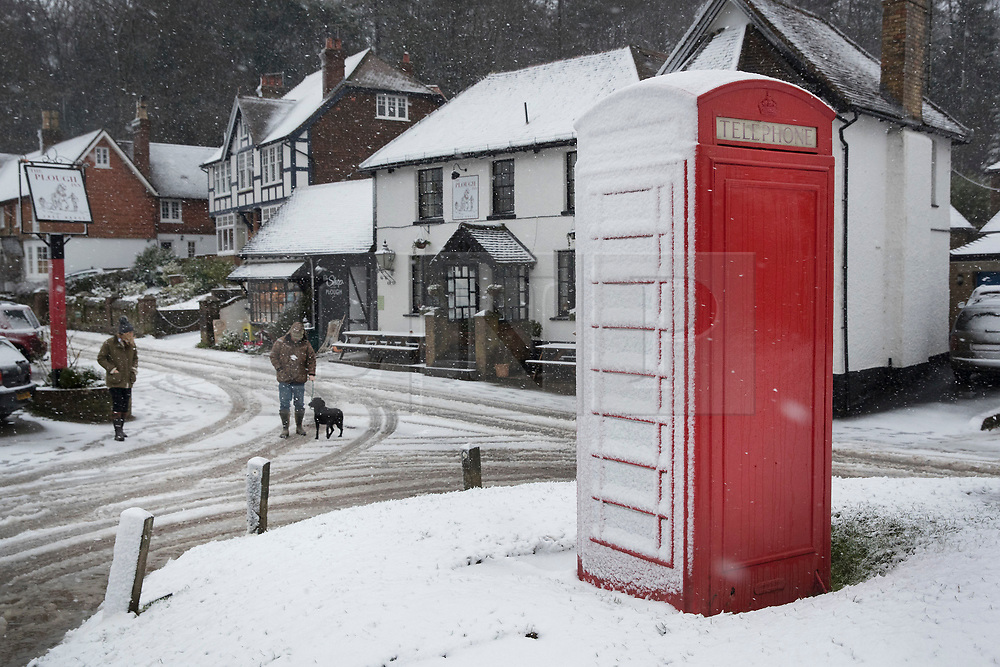 © Licensed to London News Pictures. 27/12/2017. Dorking, UK. Snow showers and low temperatures hit the village of Coldharbour in the Surrey Hills. Photo credit: Peter Macdiarmid/LNP