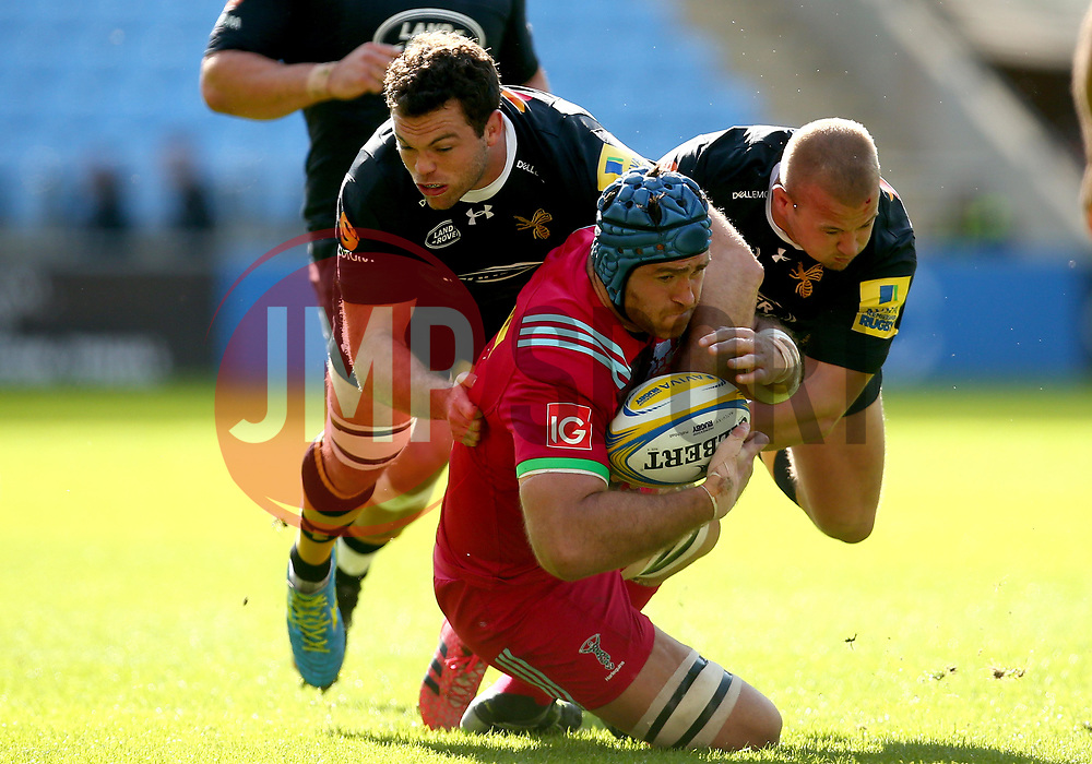 Alex Rieder of Wasps and Tom Cruse of Wasps tackle James Horwill of Harlequins - Mandatory by-line: Robbie Stephenson/JMP - 17/09/2017 - RUGBY - Ricoh Arena - Coventry, England - Wasps v Harlequins - Aviva Premiership