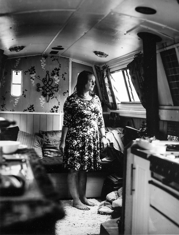 "Lana Joinson is few yars living in her boat ""Captain Samuel Bennet"". She moved in it looking for a own space to live in a more sustainable way of living next to nature."