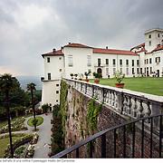 Il castello di Masino a Caravino, in provincia di Torino, è stata la residenza per dieci secoli dei conti Valperga. Domina dall'alto di una collina il paesaggio intatto del Canavese