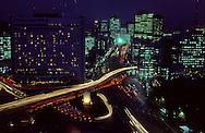 Seoul is changing a lot. The southern gate  Nam Dae Mun is surrounded by buildings of important conglomerates. ///Seoul est une ville en mutation Nam Dae Mun la porte du sud symbole de la capitale est cernee par les buildings des grands conglomerats coreens      L2707  /  R00030  /  P0003311