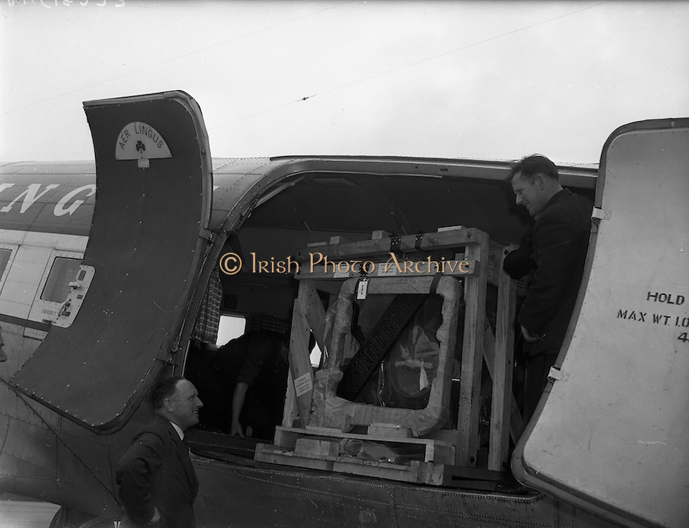 22/05/1959<br /> 05/22/1959<br /> 22 May 1959<br /> Intertype machine from London being unloaded from Aer Lingus freighter for Inter-type Ltd. at Dublin Airport. Picture shows men preparing to remove the machine from the planes hold.