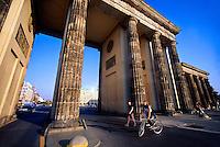 Brandenburger Tor (Brandenburg Gate), Pariser Platz, Mitte, Berlin, Germany