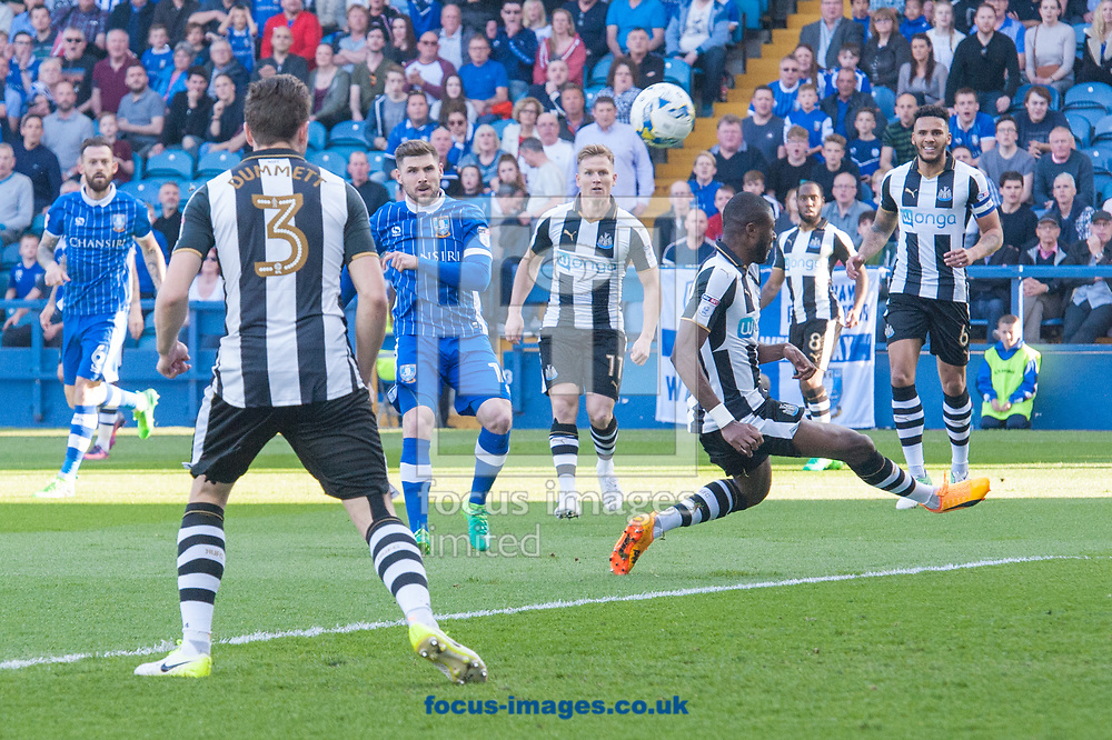 Gary Hooper of Sheffield Wednesday with an early shot on goal that rebounded off the crossbar during the Sky Bet Championship match at Hillsborough, Sheffield<br /> Picture by Matt Wilkinson/Focus Images Ltd 07814 960751<br /> 08/04/2017