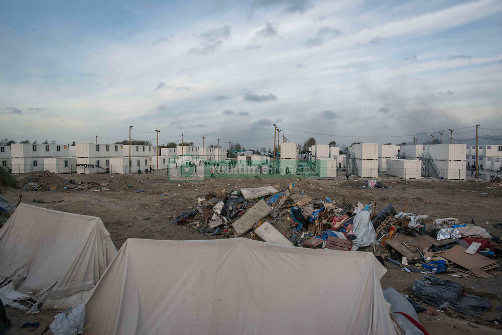 October 27, 2016 - Calais, France - many minors stay in the containers center in the middle of the jungle. Calais 27/10/2016  (Credit Image: © Guillaume Pinon/NurPhoto via ZUMA Press)