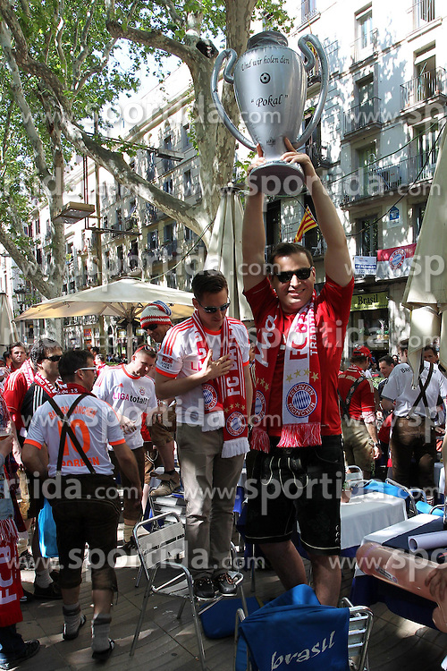 01.05.2013, Innenstadt, Barcelona, ESP, UEFA CL, FC Barcelona vs FC Bayern Muenchen, Halbfinale, Rueckspiel, im Bild Fans (FC Bayern Muenchen) in der Innenstadt von Barcelona, // before the UEFA Champions League 2nd Leg Semifinal Match between Barcelona FC and FC Bayern Munich at the City, Barcelona, Spain on 2013/05/01. EXPA Pictures © 2013, PhotoCredit: EXPA/ Eibner/ Christian Kolbert..***** ATTENTION - OUT OF GER *****
