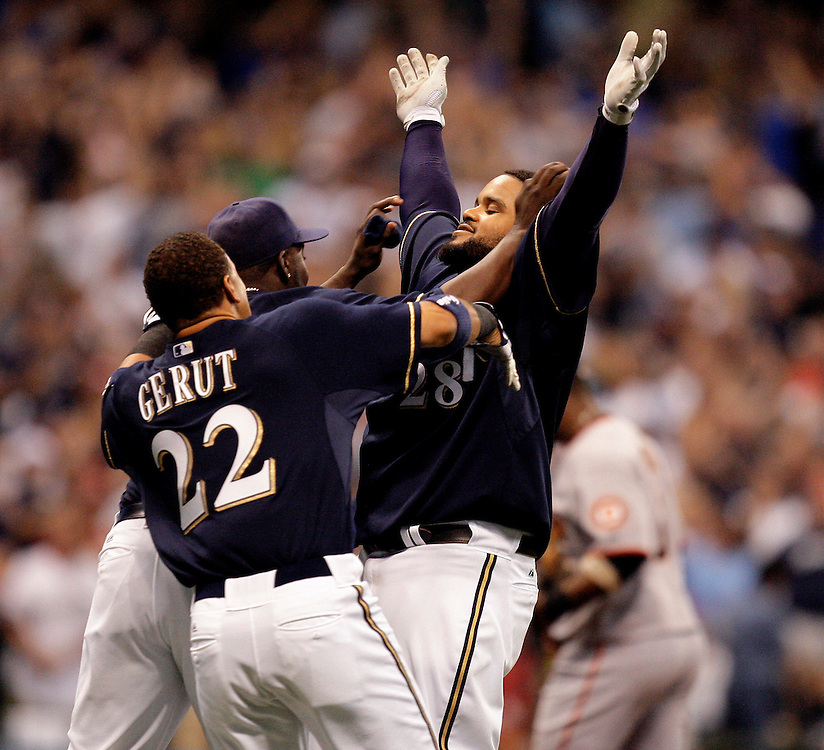 brewers28 spt, lynn, 14.-Prince Fielder and the Milwaukee Brewers celebrate the game winner against the Giants at Miller Park Saturday June 27, 2009.  Photo by Tom Lynn/TLYNN@JOURNALSENTINEL.COM