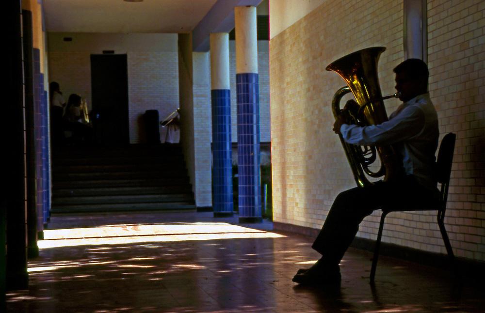 Escuela de Musica Jose Marti, ubacada en Sarria, Caracas - Venezuela. 13 de febrero del 2004. (Aaron Sosa / Orinoquiaphoto)
