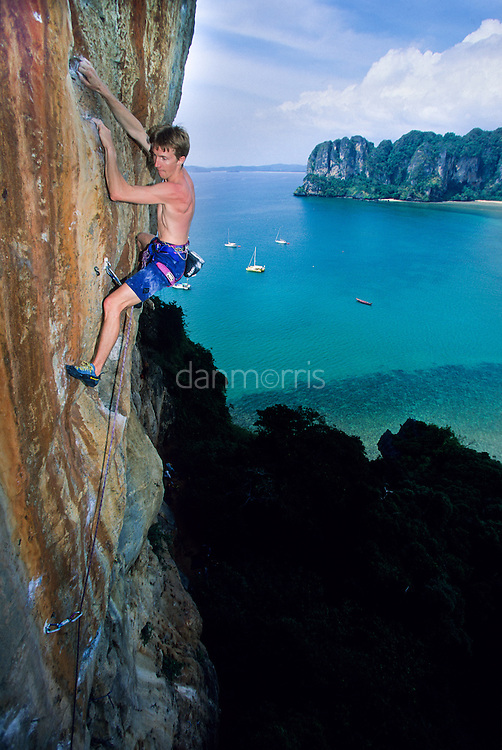 Arnaud Petit climbing Orange Juice, 7b+, Thaiwand, Rae Leh Beach, Thailand