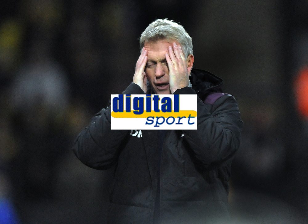 Football - 2017 / 2018 Premier League - Watford vs. West Ham United<br /> <br /> West ham new Manager,David Moyes shows his anguish, after going 2 goals down  at The London Stadium.<br /> <br /> COLORSPORT/ANDREW COWIE