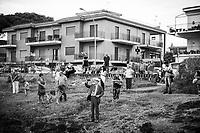 CATANIA (CT) - 8 SETTEMBRE 2018: Curiosi e devoti guardano le barche durante la processione a mare per la festa della Madonna di Ognina, alla quale partecipa  Fabio Cantarella, il primo assessore leghista nella storia della Sicilia, a Catania  l'8 settembre 2018.