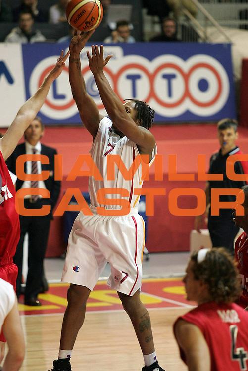 DESCRIZIONE : Roma Uleb Cup 2005-06 Lottomatica Virtus Roma Hapoel Migdal Gerusalemme<br /> GIOCATORE : Hawkins<br /> SQUADRA : Lottomatica Virtus Roma<br /> EVENTO : Uleb Cup 2005-2006<br /> GARA : Lottomatica Virtus Roma Hapoel Migdal Gerusalemme <br /> DATA : 22/11/2005<br /> CATEGORIA : <br /> SPORT : Pallacanestro<br /> AUTORE : Agenzia Ciamillo&amp;Castoria/E.Castoria