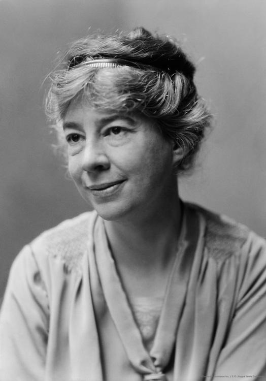 Sara Teasdale, American Poet, 1925
