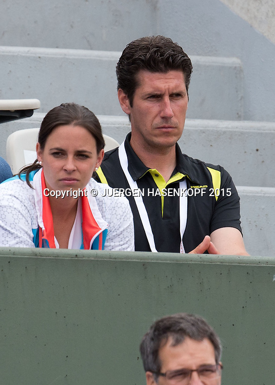 Anna-Lena Friedsam Trainer  Sascha M&uuml;ller sitzt in der Spielerloge<br /> <br /> Tennis - French Open 2015 - Grand Slam ITF / ATP / WTA -  Roland Garros - Paris -  - France  - 28 May 2015.