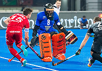 BHUBANESWAR -  Richard Joyce (NZL) with Phil Roper (Eng) .England-New Zealand (2-0)   during Wold Cup Hockey men. COPYRIGHT KOEN SUYK