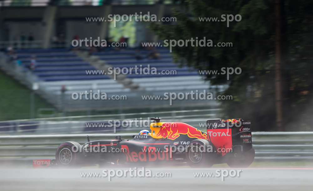 01.07.2016, Red Bull Ring, Spielberg, AUT, FIA, Formel 1, Grosser Preis von Österreich, Training, im Bild Daniel Ricciardo (AUS) Red Bull Racing // Australian Formula One drive Daniel Ricciardo of Red Bull Racing during the Trainings for the Austrian Formula One Grand Prix at the Red Bull Ring in Spielberg, Austria on 2016/07/01. EXPA Pictures © 2016, PhotoCredit: EXPA/ Dominik Angerer