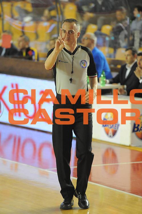 DESCRIZIONE : Roma Lega Basket A 2011-12  Acea Virtus Roma Novipiu Casale Monferrato<br /> GIOCATORE : arbitro<br /> CATEGORIA : ritratto<br /> SQUADRA : <br /> EVENTO : Campionato Lega A 2011-2012 <br /> GARA : Acea Virtus Roma Novipiu Casale Monferrato<br /> DATA : 29/04/2012<br /> SPORT : Pallacanestro  <br /> AUTORE : Agenzia Ciamillo-Castoria/ GiulioCiamillo<br /> Galleria : Lega Basket A 2011-2012  <br /> Fotonotizia : Roma Lega Basket A 2011-12 Acea Virtus Roma Novipiu Casale Monferrato <br /> Predefinita :