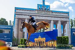 G. WALDMAN, Dani (ISR), Lizziemary<br /> Berlin - Global Jumping Berlin 2019<br /> CSI5* - LONGINES GLOBAL CHAMPIONS TOUR Grand Prix of Berlin <br /> presented by TENNOR<br /> Wertungsprüfung zur Longines Global Champions Tour 2019 <br /> Springprüfung mit Stechen, international<br /> 27. Juli 2019<br /> © www.sportfotos-lafrentz.de/Stefan Lafrentz