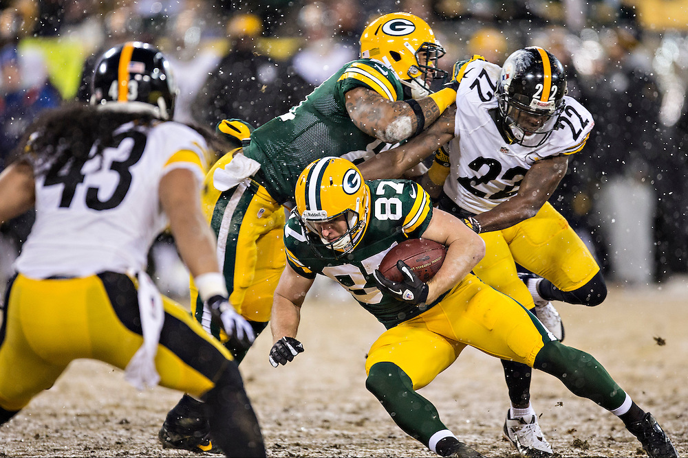GREEN BAY, WI - DECEMBER 22:  Jordy Nelson #87 of the Green Bay Packers tries to avoid a tackle during a game against the Pittsburgh Steelers at Lambeau Field on December 22, 2013 in Green Bay, Wisconsin.  The Steelers defeated the Packers 38-31.  (Photo by Wesley Hitt/Getty Images) *** Local Caption *** Jordy Nelson