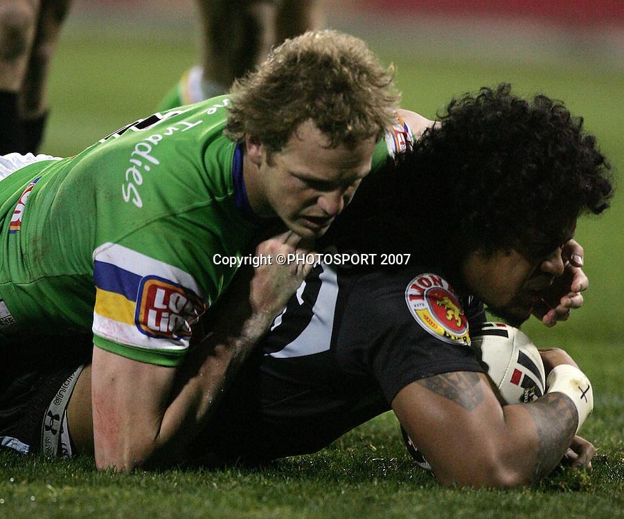 Epalahame Lauaki scores a try Raiders v Warriors. NRL. Canberra Stadium, Canberra, Australia. Saturday 18 August 2007.  Photo: PHOTOSPORT   #NO COMMERCIAL USE#