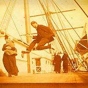 &ldquo;Souvenir du voyage effectu&eacute; &agrave; bord du paquebot &ldquo;La Gascogne&rdquo; mars 1888, par Frank LAKAMA.<br /> <br /> Il faut bien se rendre compte que ce sont des mouvements, des mouvements quel&rsquo;&oelig;il nu n&rsquo;a jamais pu capter. C&rsquo;est tout nouveau. Il faut avoir &agrave; l&rsquo;esprit qu&rsquo;avec un appareil photo, on peut montrer des choses proprement photographiques. <br /> <br /> in Histoire de Voir vol. 2, p 18.