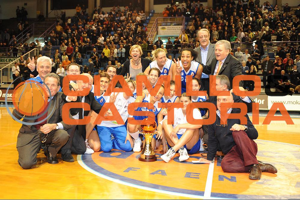 DESCRIZIONE : Faenza Lega A1 Femminile 2008-09 Coppa Italia Finale Lavezzini Parma Club Atletico Faenza<br /> GIOCATORE : Team Faenza Coppa<br /> SQUADRA : Club Atletico Faenza<br /> EVENTO : Campionato Lega A1 Femminile 2008-2009 <br /> GARA : Lavezzini Parma Club Atletico Faenza<br /> DATA : 08/03/2009 <br /> CATEGORIA : esultanza<br /> SPORT : Pallacanestro <br /> AUTORE : Agenzia Ciamillo-Castoria/M.Marchi