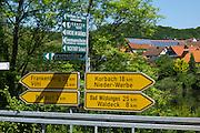 Straßen Wegweiser, Edersee, Nordhessen, Hessen, Deutschland | road signs Lake Eder, Hesse, Germany