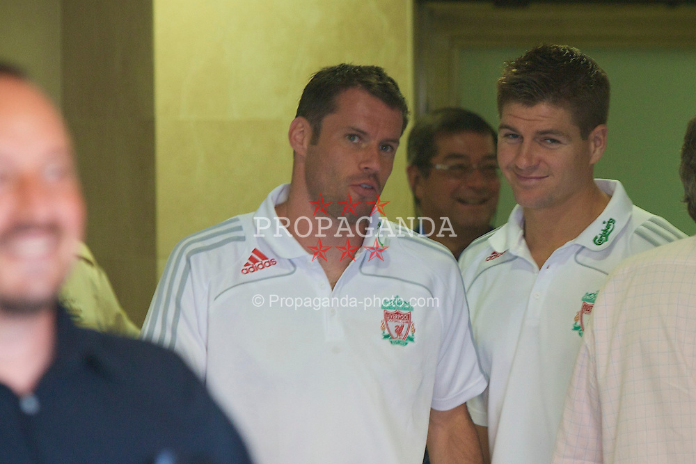 VILLARREAL, SPAIN - Wednesday, July 30, 2008: Liverpool's Jamie Carragher and captain Steven Gerrard MBE before a friendly match against Villarreal at the Madrigal Stadium. (Photo by David Rawcliffe/Propaganda)