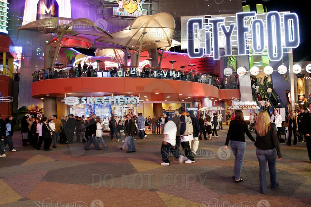 Jan 15, 2005; Hollywood, CA, USA; City Food resturants and visitors lined up along the City Walk at Universal Studios Theme Park in Hollywood. Mandatory Credit: Photo by Shelly Castellano/ZUMA Press.