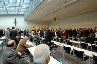 20 MAR 2007, BERLIN/GERMANY:<br /> Abgeordnete der CDU/CSU Fraktion, vor Beginn einer CDU/CSU Fraktionssitzung, Sitzungsaal, Deutscher Bundestag<br /> IMAGE: 20070320-01-016<br /> KEYWORDS: Sitzung