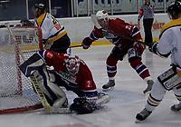 Ishocey , UPC - ligaen , 29 januar 2006 , Kristins Hall , Lillehammer IK  v  Stavanger I.K  (1-4)<br /> <br /> Rudolf Pejchar , Lillehammer snapper pucken for beina på Stavangers Teemu Kohvakka .