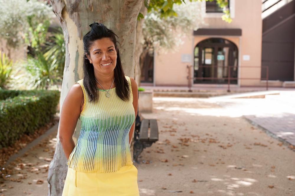 Samia Ghali (45), French politician, Marseilles <br /> <br /> Samia Ghali (45 ans) en t&ecirc;te du premier tour de la primaire PS &agrave; Marseille, est une enfant des quartiers Nord aux positions tranch&eacute;es. Samia Ghali est la maire du 8&egrave;me secteur &agrave; Marseille (100.000 habitants), o&ugrave; la plupart des probl&egrave;mes sont situ&eacute;s. Elle a toujours appel&eacute; &agrave; des mesures s&eacute;v&egrave;res contre le trafic de drogue dans les quartiers pauvres.  Ghali est d'origine alg&eacute;rienne et a grandi dans le quartier Bassens, au milieu d'une population compos&eacute;e &agrave; majorit&eacute; de maghr&eacute;bins et de gens du voyage. Conseill&egrave;re d'arrondissement en 1995, conseill&egrave;re r&eacute;gionale en 2004, elle conquiert la mairie des 15e et 16e arrondissements de Marseille. La m&ecirc;me ann&eacute;e, elle acc&egrave;de &eacute;galement au S&eacute;nat. Elle veut obtenir l'investiture socialiste pour d&eacute;fier le maire UMP Jean-Claude Gaudin aux municipales de 2014.