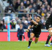 Twickenham, United Kingdom, Arron SMITH  NZLscrum half passing out from the back of the scrum during the 2013 QBE  Autumn Rugby International, England vs New Zealand, played  Saturday  16/11/2013 at the RFU Stadium Twickenham, England. [Mandatory Credit: Peter Spurrier/Intersport<br /> Images}