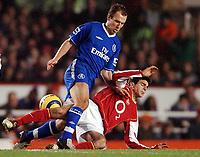 Fotball<br /> Premier League 2004/05<br /> Arsenal v Chelsea<br /> Highbury<br /> 12. desember 2004<br /> Foto: Digitalsport<br /> NORWAY ONLY<br /> Cesc Fabregas stops Arjen Robben in midfield