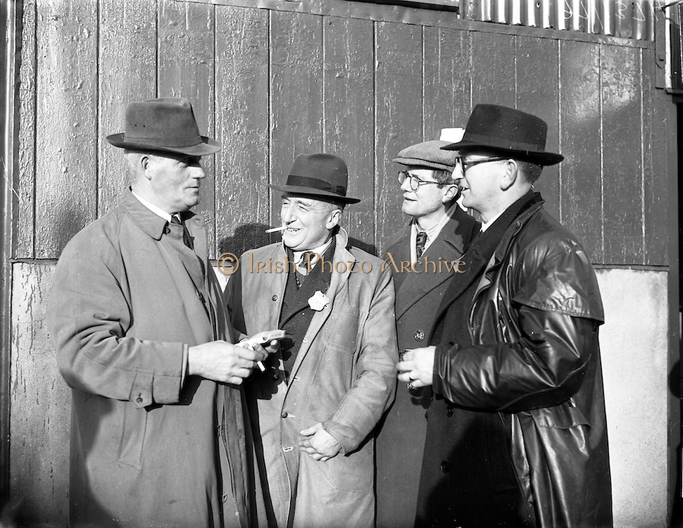 09/12/1952<br /> 12/09/1952<br /> 09 December 1952<br /> Christmas fat-stock at Dublin Cattle Market, Prussia Street. Picture shows some of the attendees at the sales.