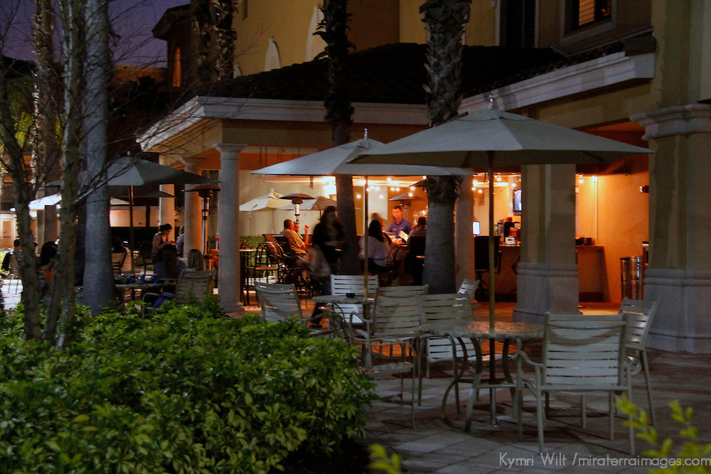 USA, Florida, Orlando. The outdoor bar at  Rosen Shingle Creek Resort.