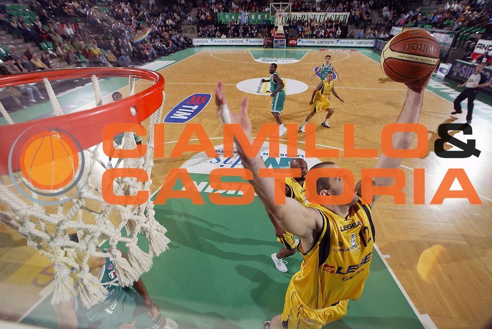 DESCRIZIONE : Treviso Lega A1 2006-07 Benetton Treviso Legea Scafati <br /> GIOCATORE : Szewczyk <br /> SQUADRA : Legea Scafati <br /> EVENTO : Campionato Lega A1 2006-2007 <br /> GARA : Benetton Treviso Legea Scafati <br /> DATA : 04/03/2007 <br /> CATEGORIA : Special <br /> SPORT : Pallacanestro <br /> AUTORE : Agenzia Ciamillo-Castoria/S.Silvestri
