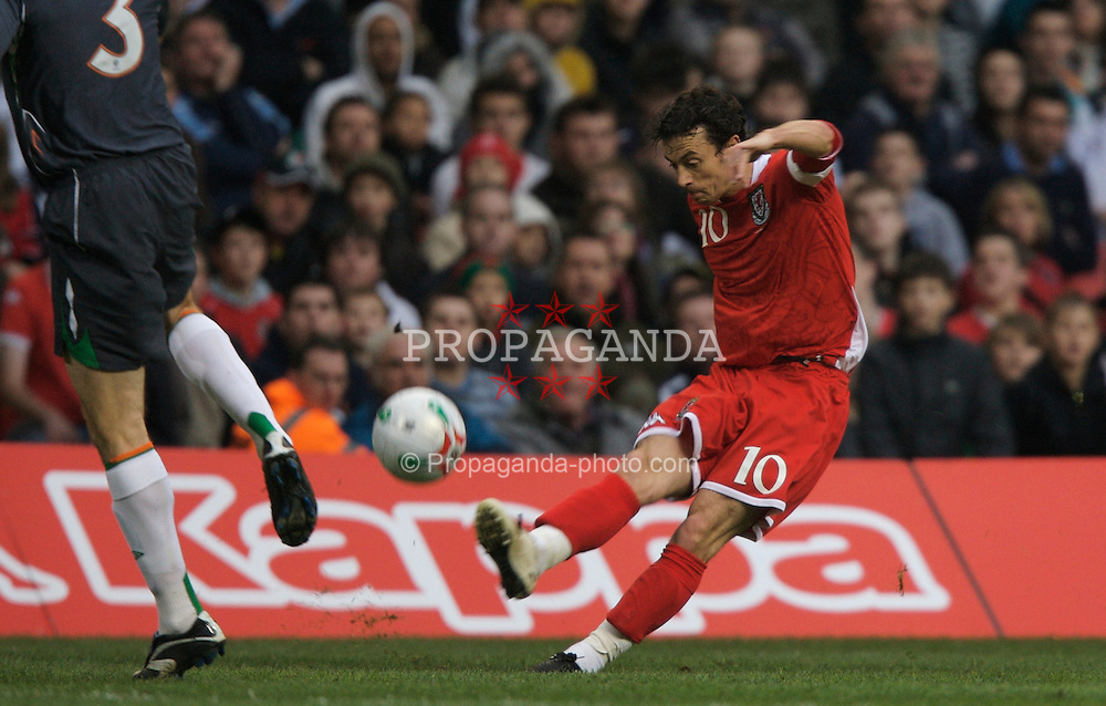 CARDIFF, WALES - Saturday, November 17, 2007: Wales' Simon Davies in action against the Republic of Ireland during the UEFA Euro 2008 Qualifying Group D match at the Millennium Stadium. (Pic by David Rawcliffe/Propaganda)