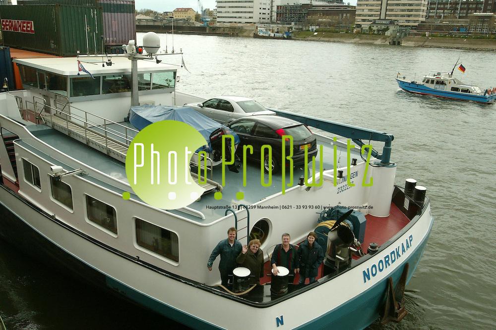 Mannheim. Rheinschlepper. Lastschiff. Holl&auml;ndische Familie Klein zeigt ihr schwimmendes Zuhause.<br /> <br /> Bild: Markus Pro&szlig;witz