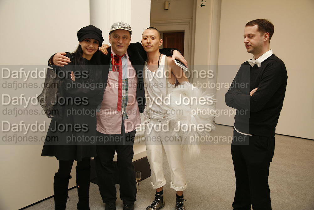 Tamara Rojo, Prima Ballerina, Norman Rosenthall and artist <br />Terence Koh. USA Today. Saatchi Gallery and The Royal academy of Arts. Piccadilly. London. 5 October 2006. -DO NOT ARCHIVE-© Copyright Photograph by Dafydd Jones 66 Stockwell Park Rd. London SW9 0DA Tel 020 7733 0108 www.dafjones.com