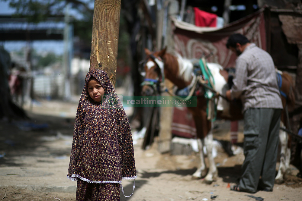 May 22, 2019 - Gaza, gaza strip, Palestine - A Palestinian girle stand outside a house in an impoverished area in Beit Lahia in the northern Gaza Strip on May 22, 2019. (Credit Image: © Majdi Fathi/NurPhoto via ZUMA Press)