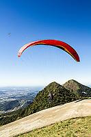 Vôo livre no Morro da Boa Vista. Jaraguá do Sul, Santa Catarina, Brasil. / Paragliding in Morro da Boa Vista. Jaragua do Sul, Santa Catarina, Brazil.