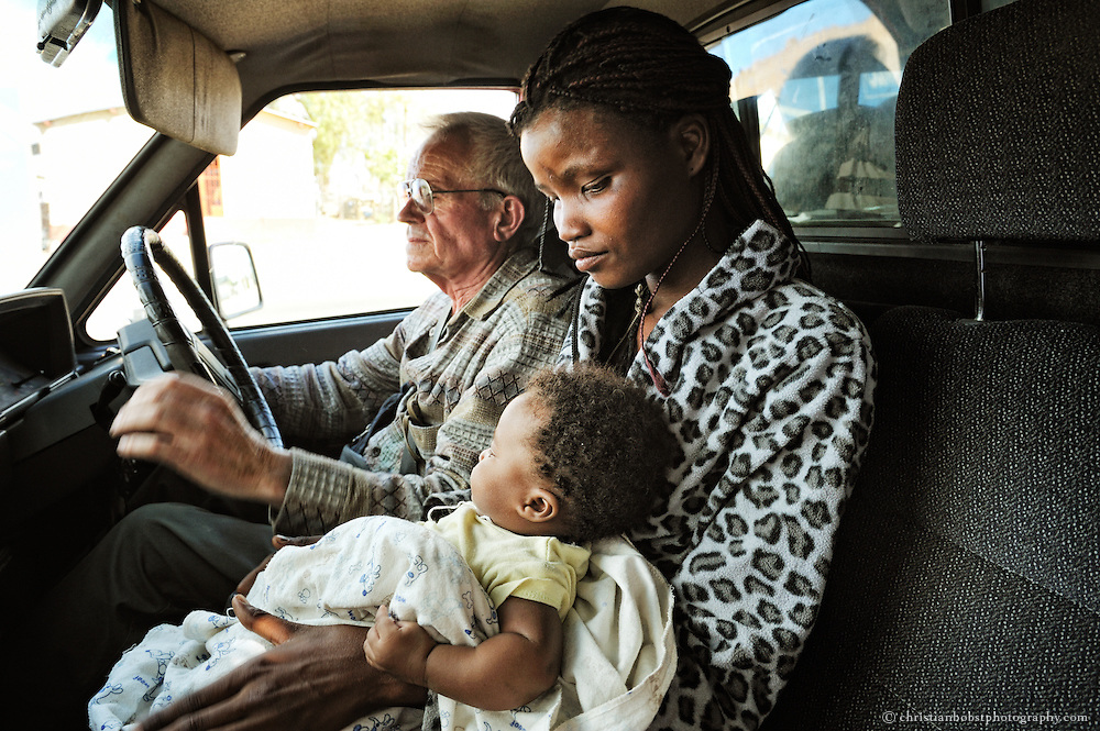 (2008) A woman exits Father Hermanns car in Havanna, a district of Katutura. Sometimes Father Hermann drives  some women from the townships to his daycare or back. But most of them have to walk ten kilometers and more to get to his daycare.