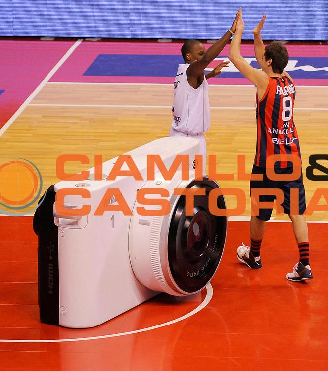 DESCRIZIONE : Biella Beko All Star Game 2012-13<br /> GIOCATORE : Raspino e Russel Robinson<br /> CATEGORIA : Schiacciata Marketing<br /> SQUADRA : Angelico Biella<br /> EVENTO : All Star Game 2012-13<br /> GARA : Italia All Star Team<br /> DATA : 16/12/2012 <br /> SPORT : Pallacanestro<br /> AUTORE : Agenzia Ciamillo-Castoria/A.Giberti<br /> Galleria : FIP Nazionali 2012<br /> Fotonotizia : Biella Beko All Star Game 2012-13<br /> Predefinita :